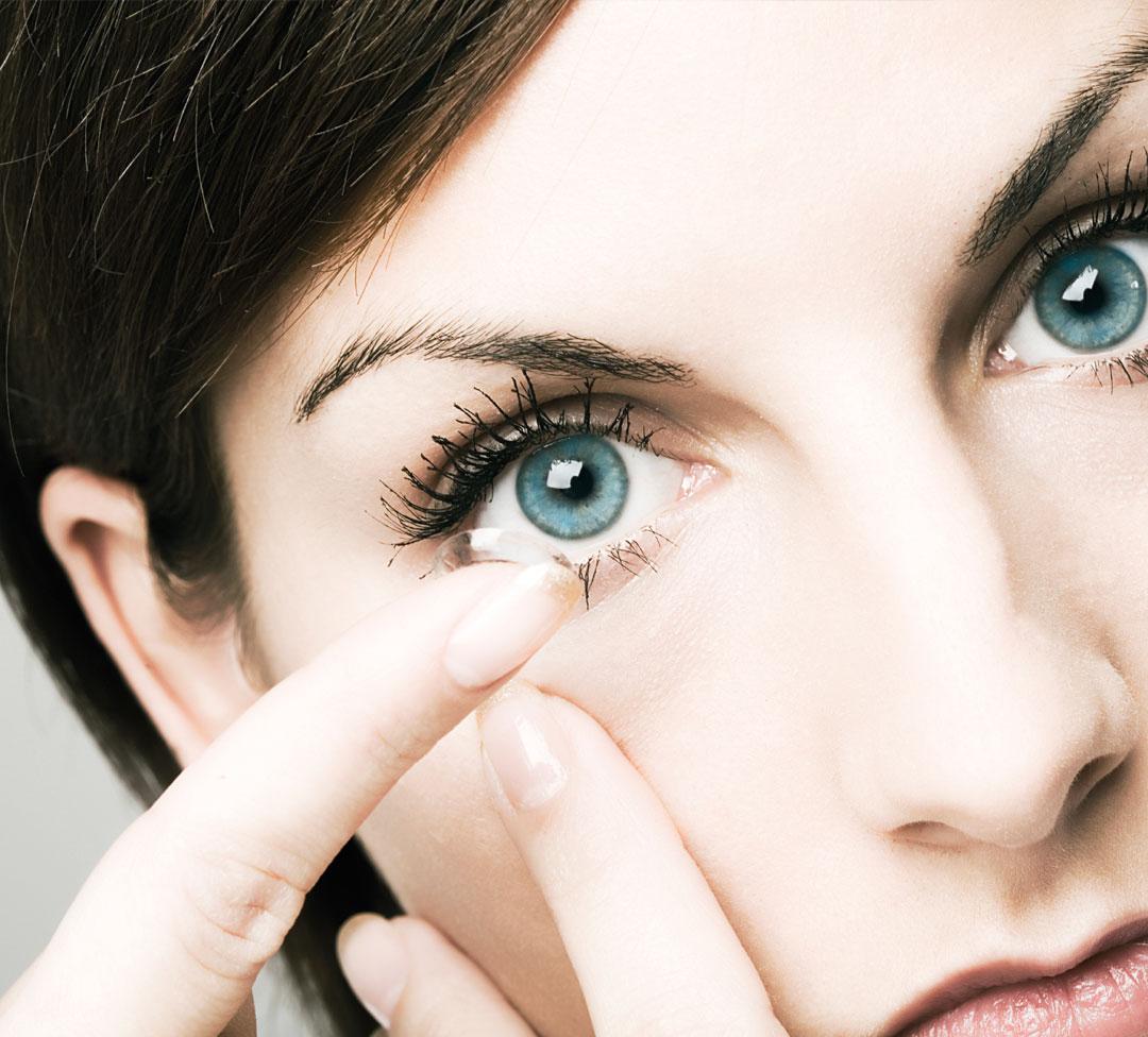 Så sätter du i kontaktlinserna